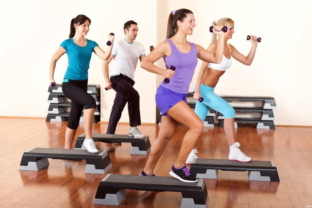 Тренировка на степ-платформе, с чередованием кардио и силовой нагрузки