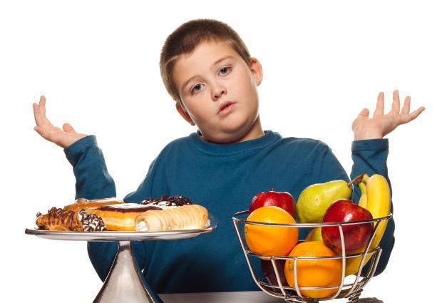 Лишние килограммы «бьют» практически по всем органам и системам, угрожая формированием тяжелых заболеваний по мере взросления ребенка
