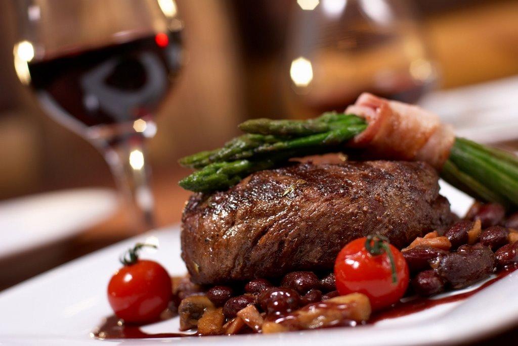 Ежедневное употребление жирной пищи в больших количествах может в конечном итоге привести к нарушению работы пищеварительной системы