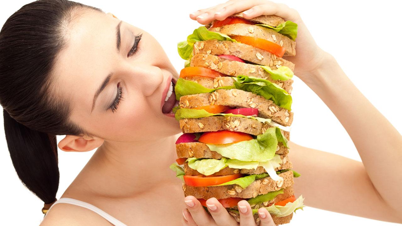Если ваша цель – сбросить лишние килограммы, то плотный обед после тренировки сведет на нет все ваши усилия