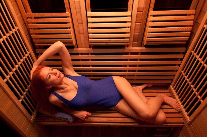 Прием процедур в инфракрасной сауне дает и прекрасный косметический эффект