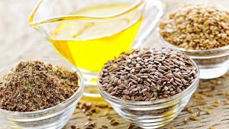 Такая нехитрая смесь, как льняное масло и молотый кофе, позволит сделать отличный противоцеллюлитный пилинг