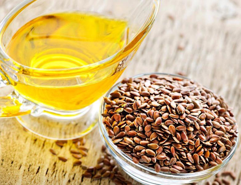 Льняное масло - единственное масло, в котором в достаточном количестве содержатся ненасыщенные жирные кислоты - линоленовая (Омега-3) и линолевая (Омега-6), которые необходимы для жизнедеятельности человеческого организма от рождения и на протяжении всей жизни