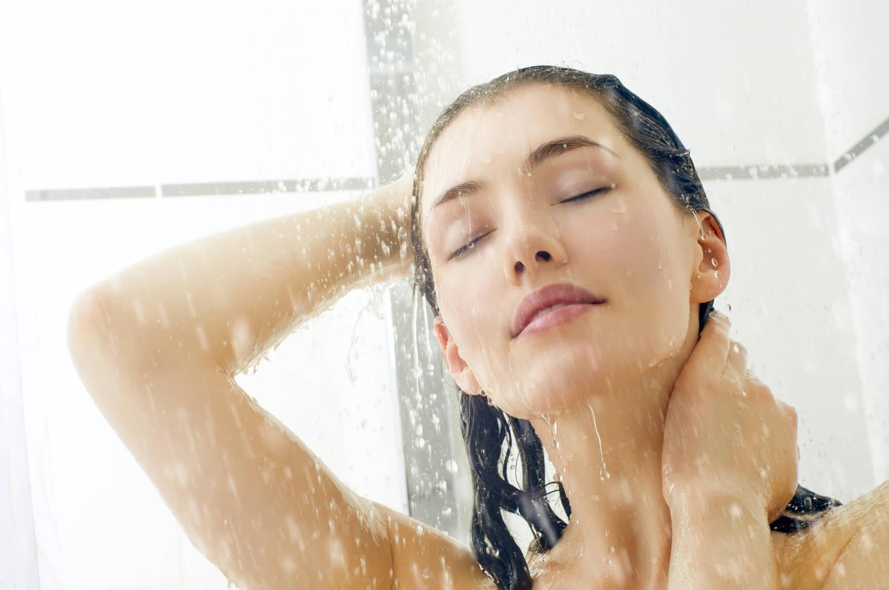 Очищение и распаривание кожи в душе