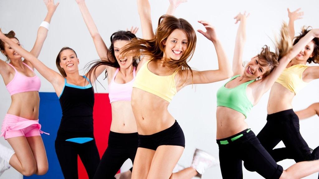 Заниматься фитнес танцами лучше всего в группе