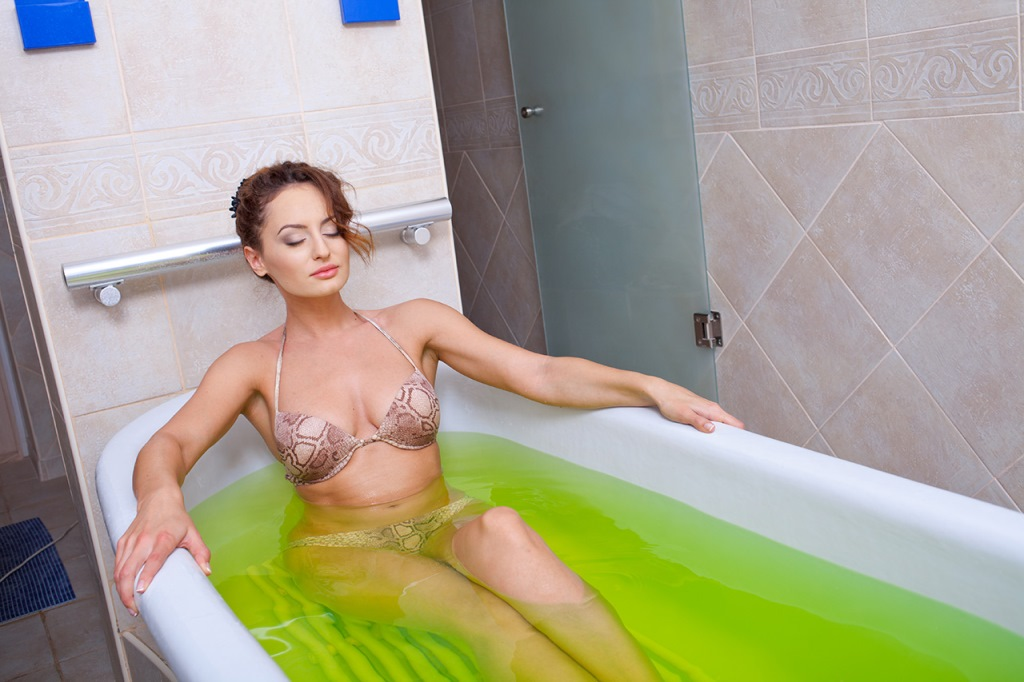 Не стоит забывать, что скипидарные ванны – принадлежат к природным методам лечения, а по своей безопасности и вовсе отнесены к классу косметических средств
