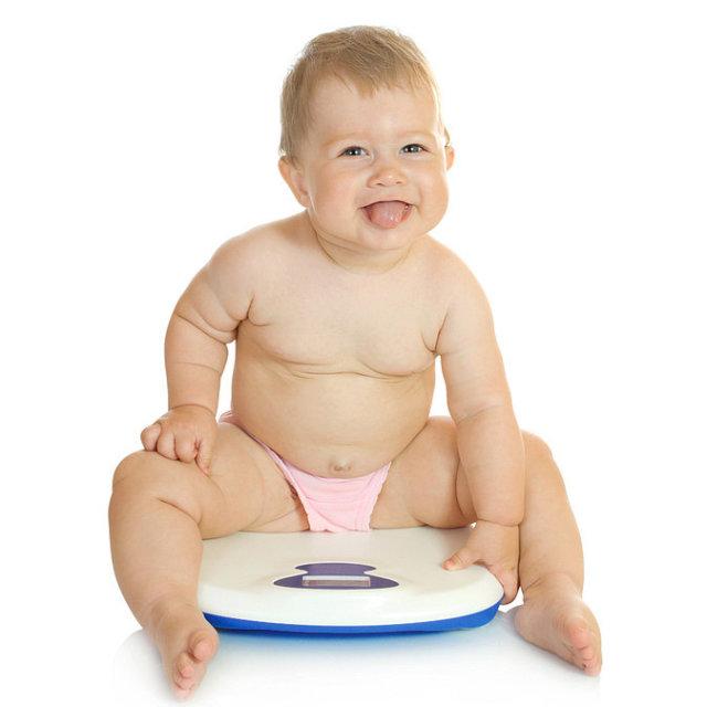 К тому же, не каждый ребенок, у которого имеется небольшой избыточный вес, страдает ожирением