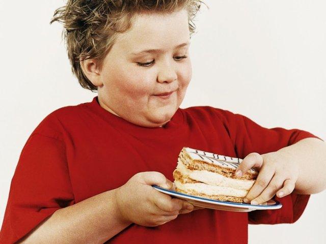 Итак, лишние килограммы – это в первую очередь неоправданная нагрузка на организм ребенка, которая выливается в повышенный риск сердечно-сосудистых заболеваний, проблемы с печенью и желчным пузырем