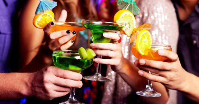При диете следует отказаться от спиртных напитков