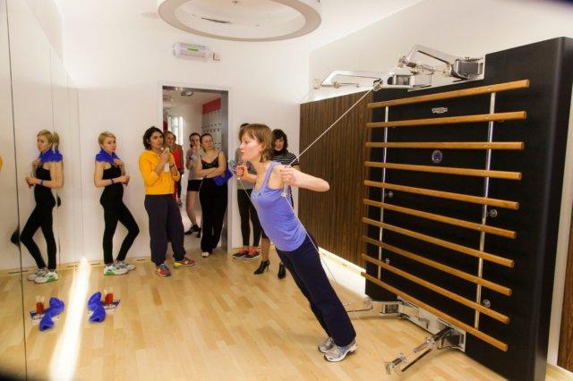 «Кинезис» (Кinesis) представляет собой современный функциональный тренажер, упражнения с помощью которого предусматривают выполнение движений в различных плоскостях