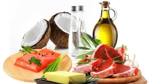 большое различие заключается в отказе от обработанных продуктов, углеводов и продуктов с высоким содержанием сахара